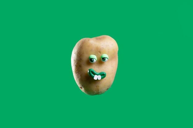 Grappige aardappel met schattige sticker