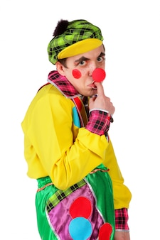 Grappige clown die op witte achtergrond wordt geïsoleerd