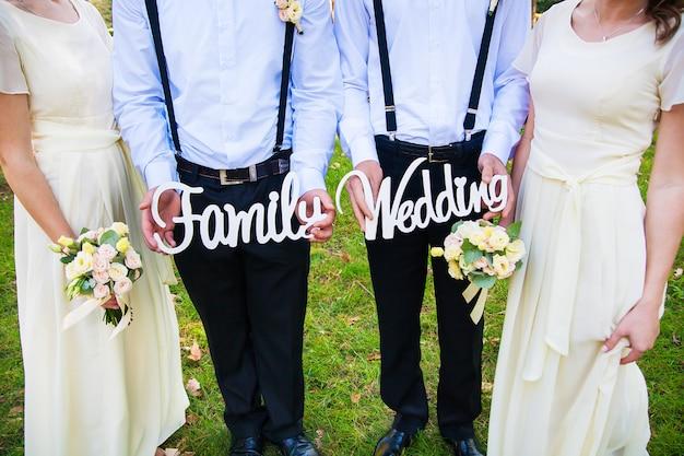 Grappige en mooie getuigen om houten familiebrieven en huwelijken te houden