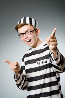 Grappige gevangene in gevangenisconcept