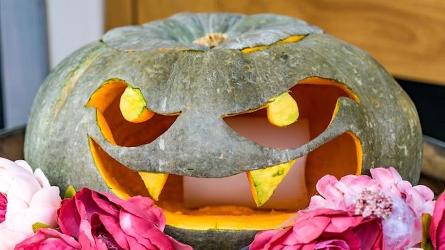 Grappige halloween hefboom-o-lantaarn pompoen, sochi, rusland.