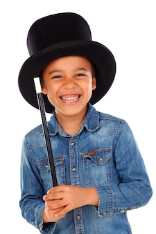 Grappige kleine goochelaar met een hoge hoed en een toverstaf