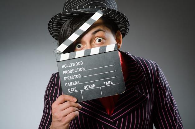 Grappige man met filmboard