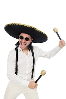 Grappige mexicaan met maracas die op wit wordt geïsoleerd