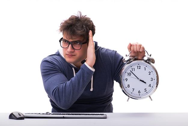 Grappige nerd call center operator met gigantische klok