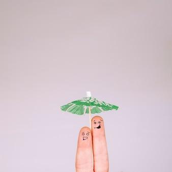 Grappige vingers onder paraplu
