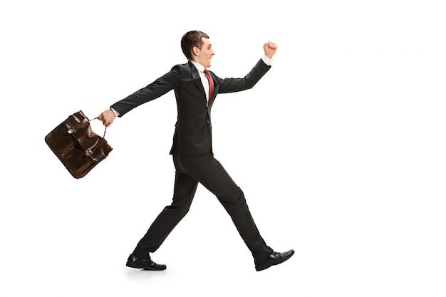 Grappige vrolijke zakenman met handtas