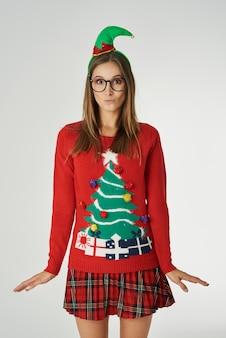 Grappige vrouw in de kersttijd