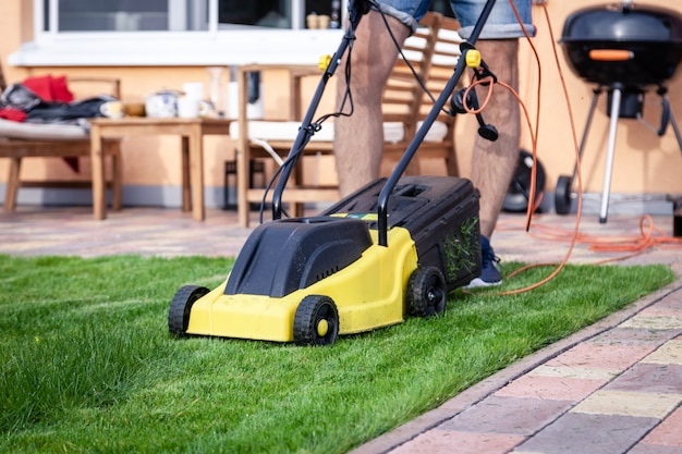 Grasmaaimachine in de tuin