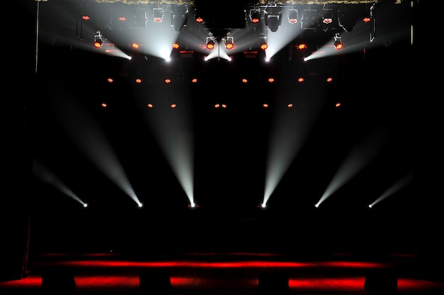 Gratis podium met verlichting, verlichtingsapparatuur. achtergrond.