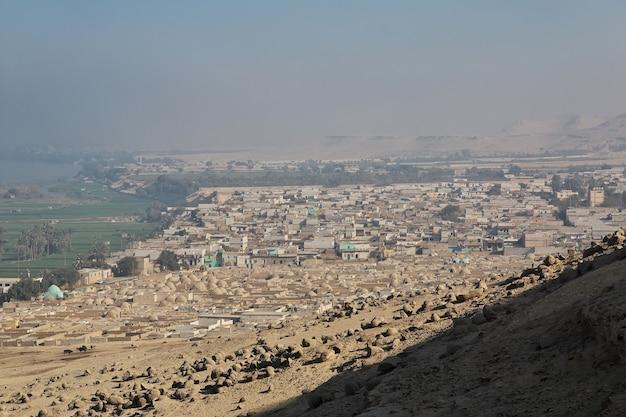 Graven van de farao's in amarna aan de oevers van de nijl in egypte