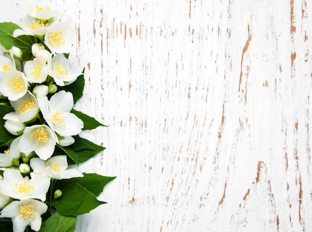 Grens met jasmijnbloemen