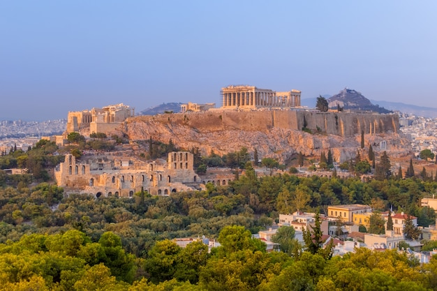 Griekenland. athene. acropolis. parthenon. roze zonsondergang