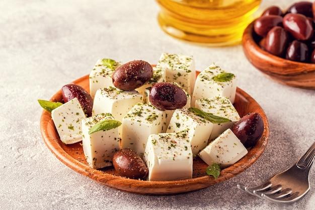 Griekse kaasfeta met oregano en olijven