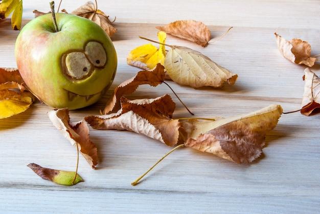 Griezelige en grappige appelsmonsters voor het kinderfeestje op halloween