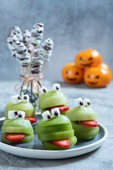 Griezelige groene kiwimonsters voor halloween-feest