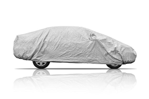 Grijs dekkingsblad die die auto beschermen tegen stof en scrash, op witte achtergrond wordt geïsoleerd.