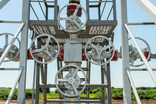 Grijs metalen kleppen in gasleidingen