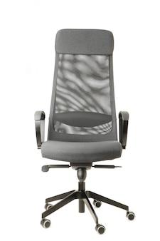 Grijze bureaustoel geïsoleerd op wit
