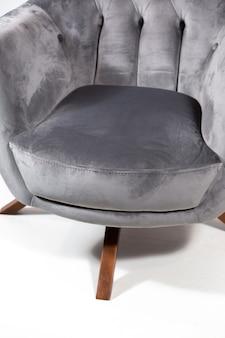 Grijze comfortabele geïsoleerde leunstoel
