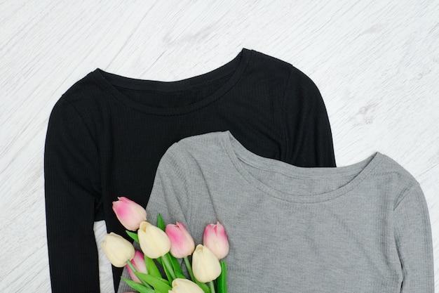 Grijze en zwarte toppen, boeket tulpen.