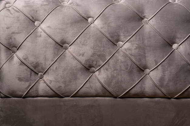 Grijze fluwelen sofa achtergrondstructuur met verzonken knoppen-fluwelen textuur