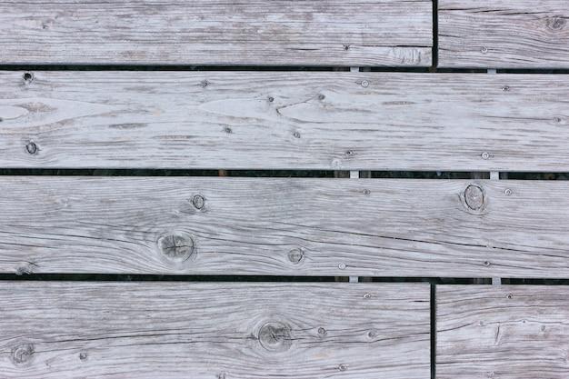 Grijze gedroogde houten planken. houten vloer bovenaanzicht. vloer textuur