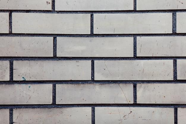 Grijze muur met bakstenen