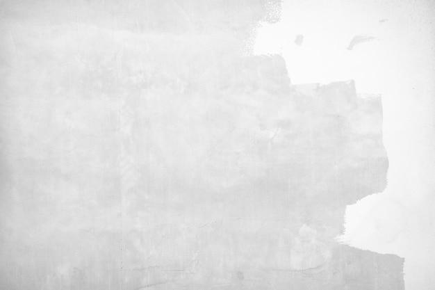 Grijze verf op een gebarsten betonnen muurachtergrond