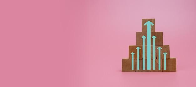 Groeigrafiek en pijlen ladder carrièrepad voor bedrijfsconcept groei succes proces