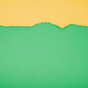 Groen en geel papier gescheiden