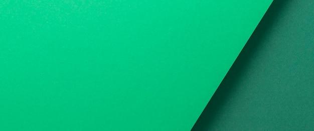 Groen kartonnen achtergrondontwerp geometrisch gevouwen. bovenaanzicht, plat gelegd. banier.