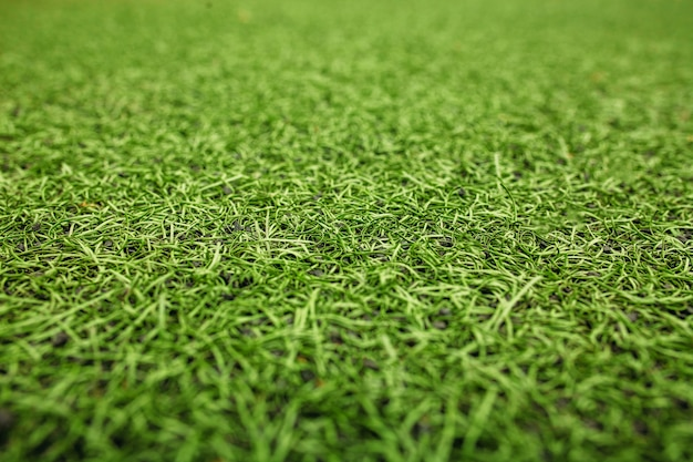 Groen kunstgras voetbalveld. de groene achtergrond.