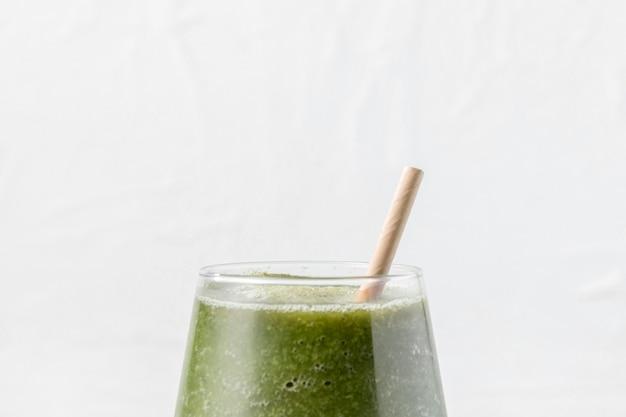 Groen smoothieglas van de close-up