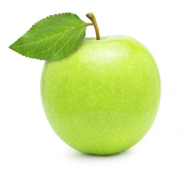 Groene appel met blad dat op witte achtergrond wordt geïsoleerd Premium Foto