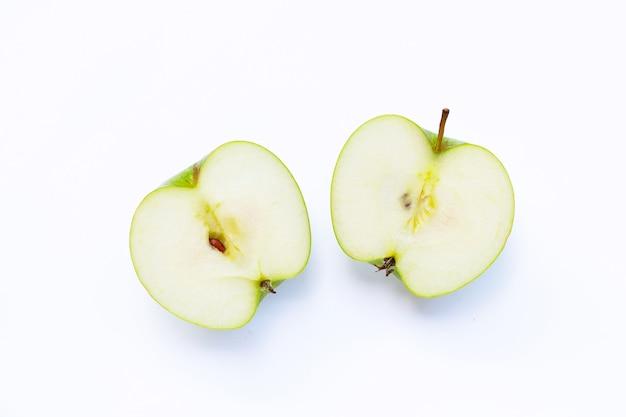 Groene appel op wit geïsoleerd. kopieer ruimte