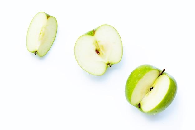Groene appels op witte achtergrond.