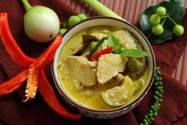 Groene curry eten.