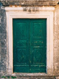 Groene deuren houtstructuur oud