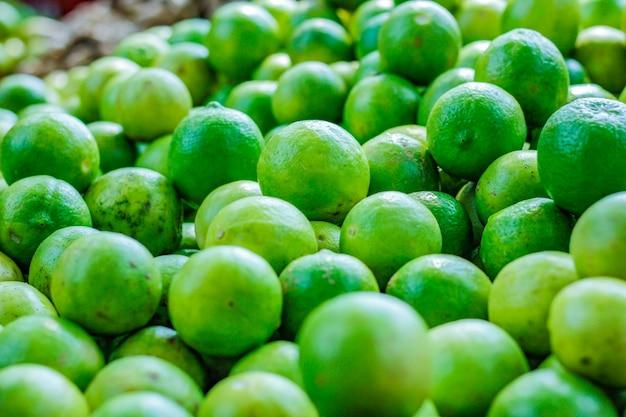 Groene en gele citroen