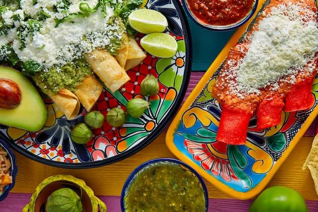 Groene en rode enchiladas met mexicaanse sauzen