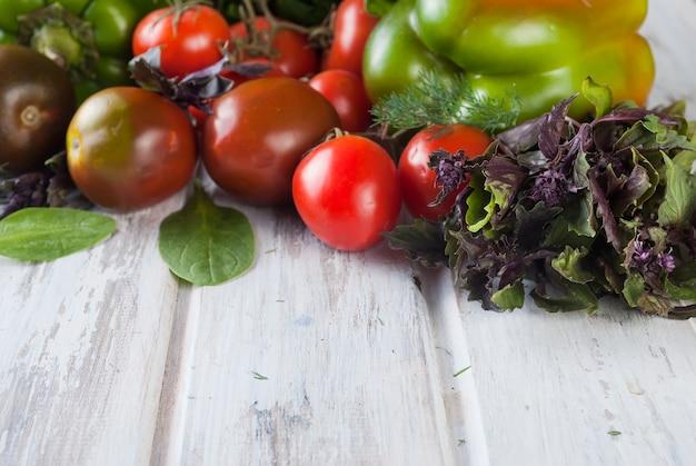 Groene en rode kleur diverse groenten,