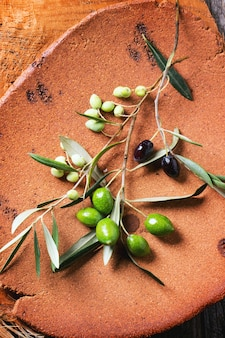 Groene en zwarte olijftak