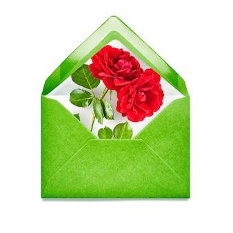 Groene envelop met roze bloemen enkel object geïsoleerd op een witte achtergrond