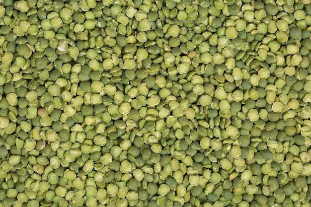 Groene gehakte erwten. peulvruchten achtergrond.
