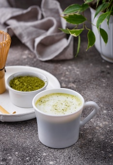 Groene gezonde matcha latte drank