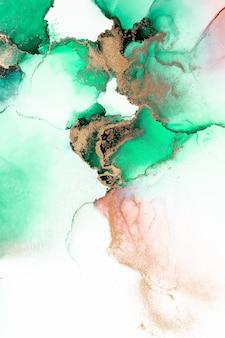 Groene gouden abstracte achtergrond van marmeren vloeibare inkt kunst schilderij op papier.