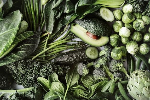 Groene groenten plat leggen voor een gezond dieet