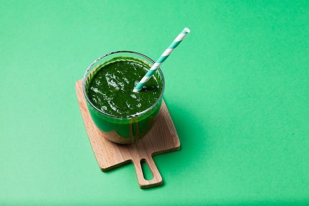 Groene groentesap of boerenkool smoothie