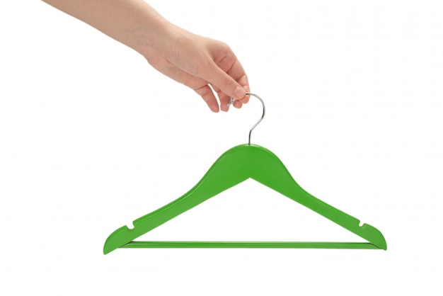 Groene hanger in geïsoleerde vrouwenhand